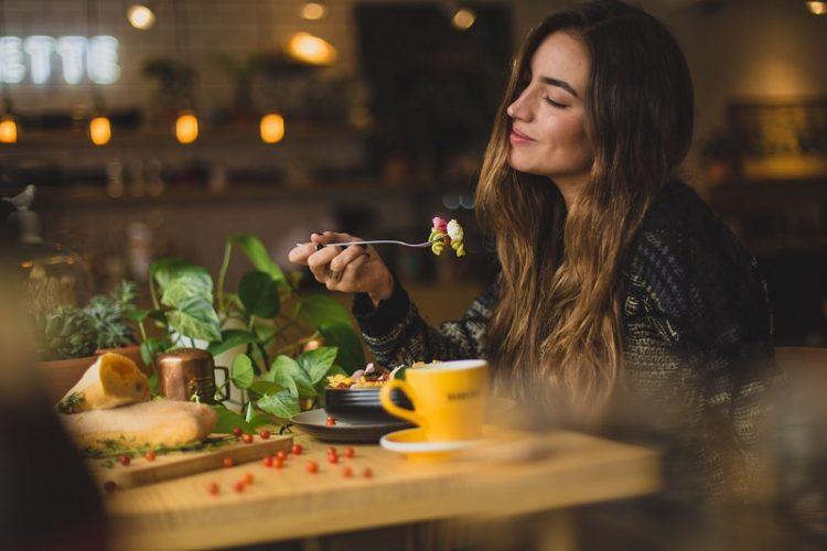 la-cena-aziendale-un-racconto-di-arianna-ciancaleoni